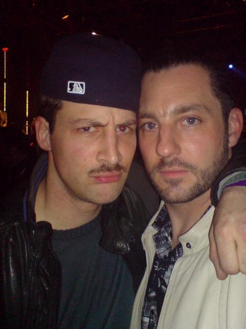 Schon immer irgendwie Social Media Profi: Dendemann. Selbstverständlich war auch er auf MySpace aktiv. Hier im Jahre 2009 Arm in Arm mit einem etwas verdutzt dreinblickenden DasBo.