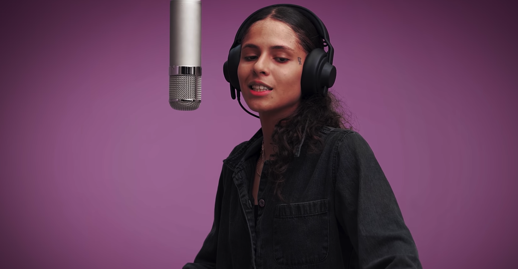 Video: 070 Shake - I Laugh When I'm With Friends But Sad When I'm Alone (Colors)