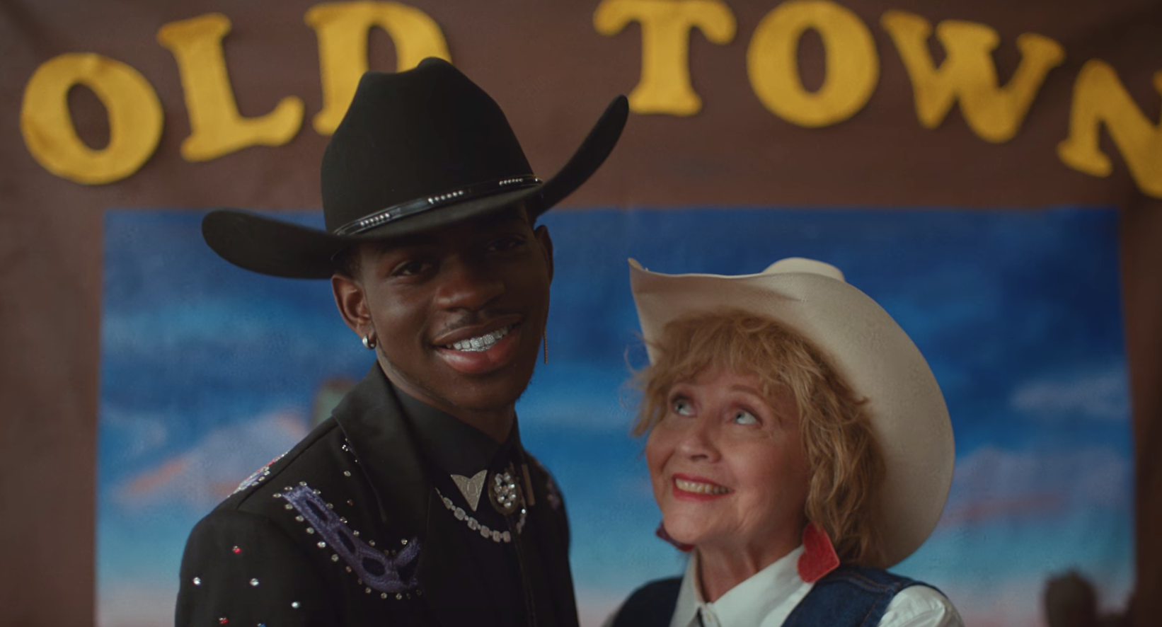 Lil Nas X feat. Billy Ray Cyrus - Old Town Road (Video) | 16BARS