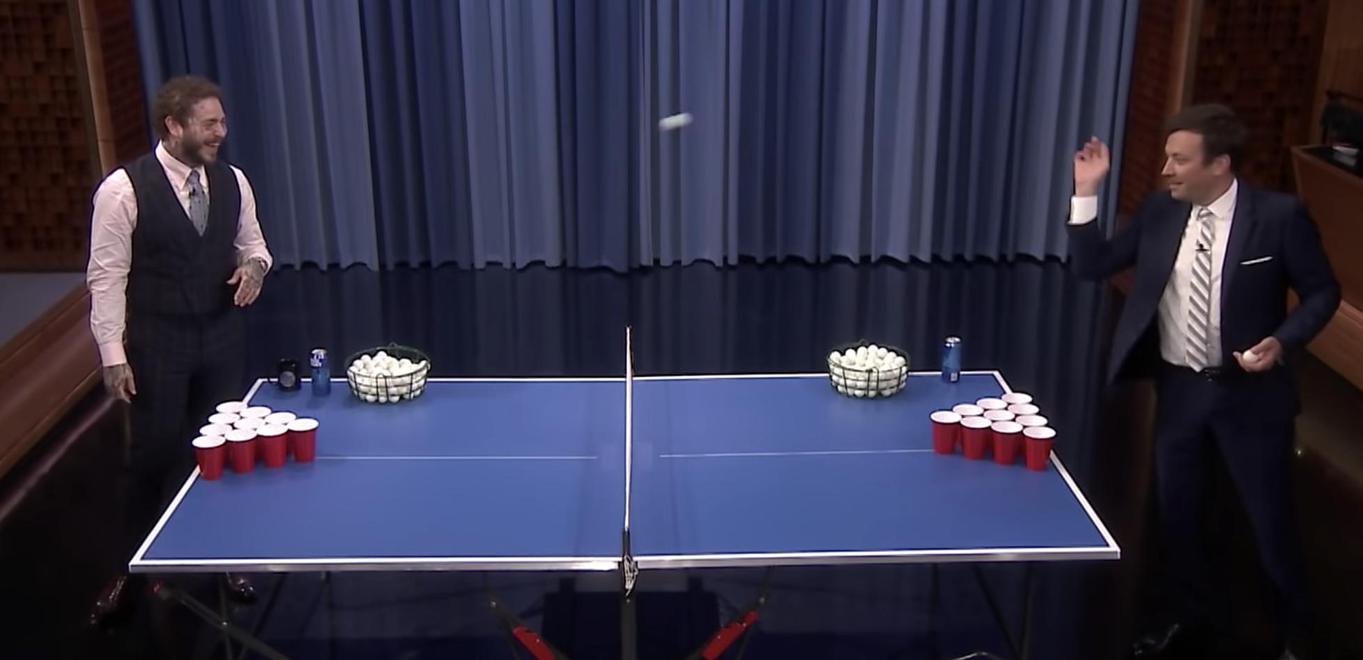 """Post Malone spielt Beer Pong und singt """"Seven Drunken Nights"""""""